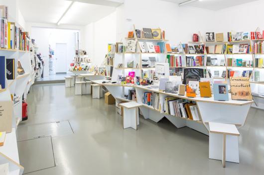 tete_visit-in_librairie_centre_culturel_suisse_2014_-sebastienborda-sb20140217016