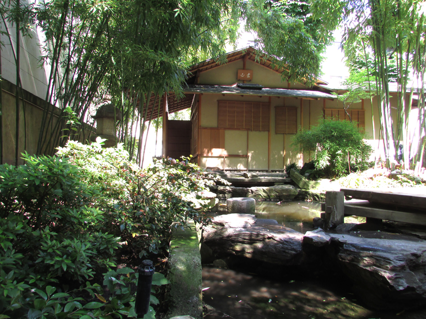 le jardin secret du panth on bouddhique paris sur un fil. Black Bedroom Furniture Sets. Home Design Ideas