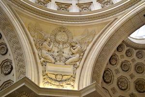 Détail décor sculpté chapelle expiatoire