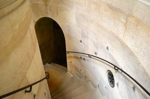 Escalier menant à la crypte Chapelle expiatoire